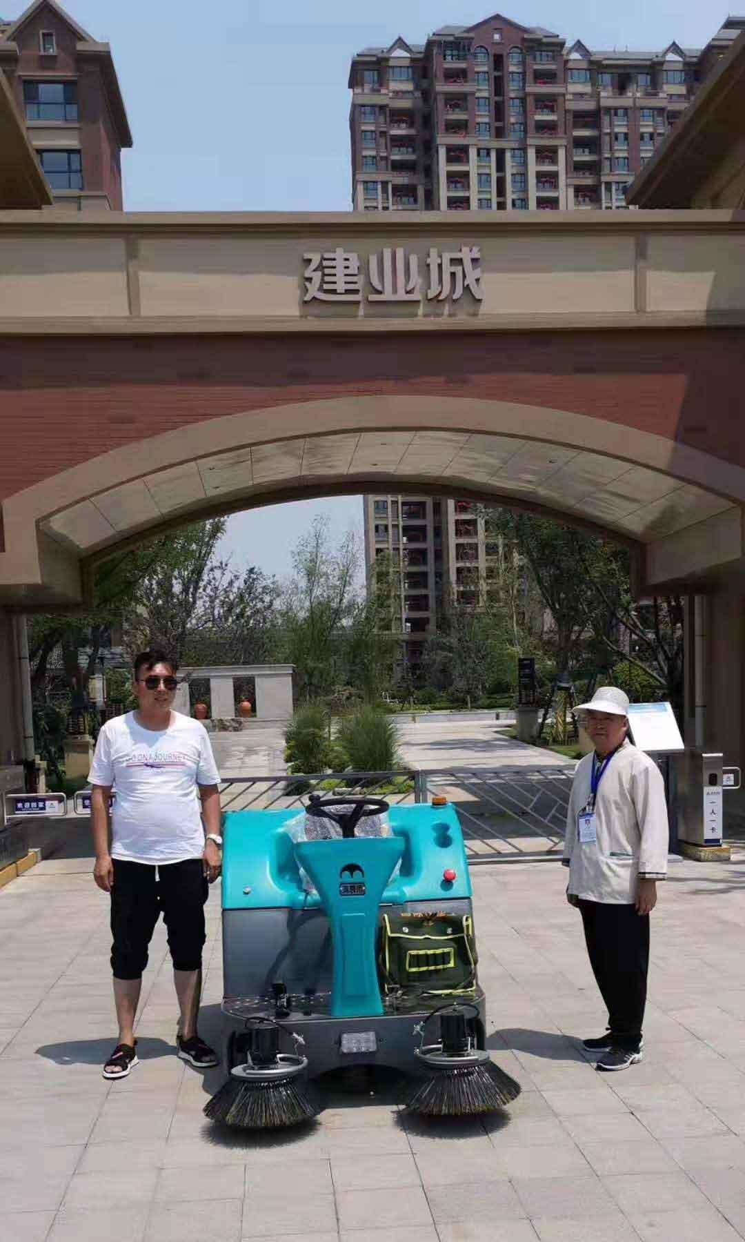 给安阳建业城物业培训使用清晨雨拖地车