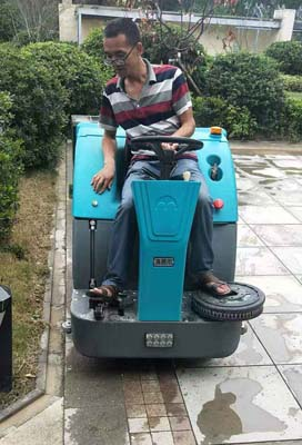 北京驾驶式拖地车价格