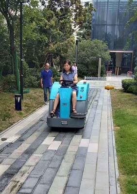 北京工业扫地车厂家