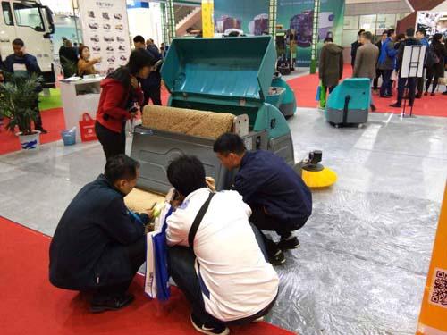 安庆驾驶式拖地车多少钱
