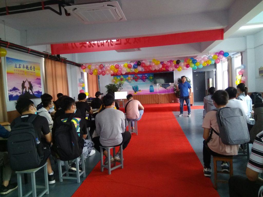郑州轻工业大学组织师生60人到公司参观学习