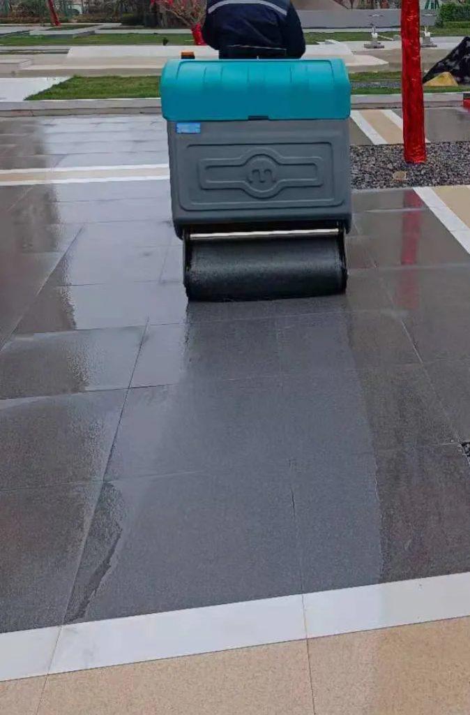 """清晨雨:扫地车华丽转身的背后,是""""创新""""向""""传统""""发起的革命"""