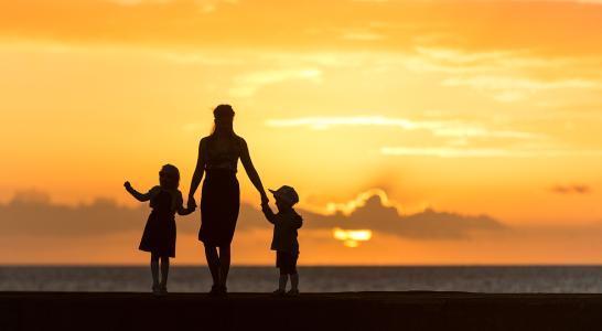 母亲节 清晨雨拖地车祝天下所有的母亲节日快乐