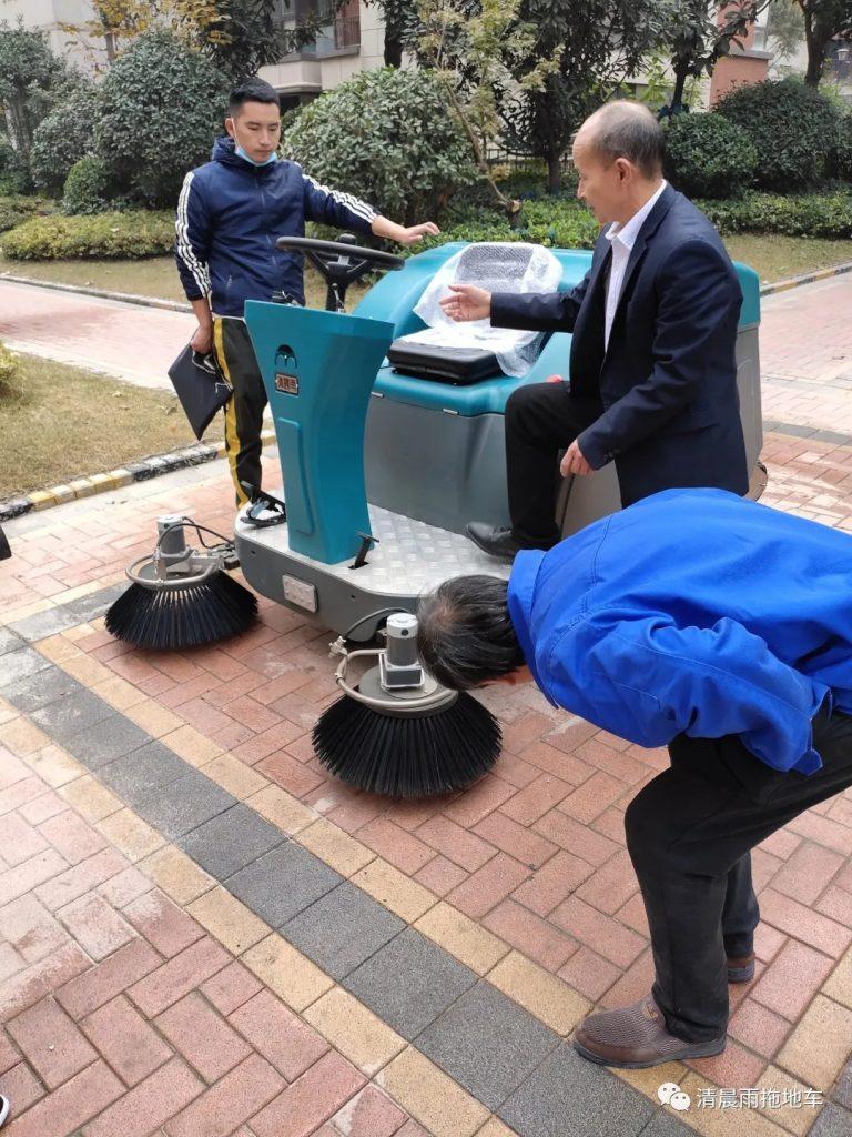 一位物业保洁大爷的记录:扫地车给物业保洁带来了巨大的改变