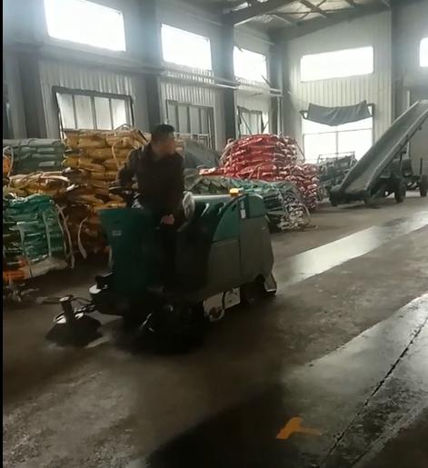清晨雨:为什么工业扫地车越来越受到工厂的青睐