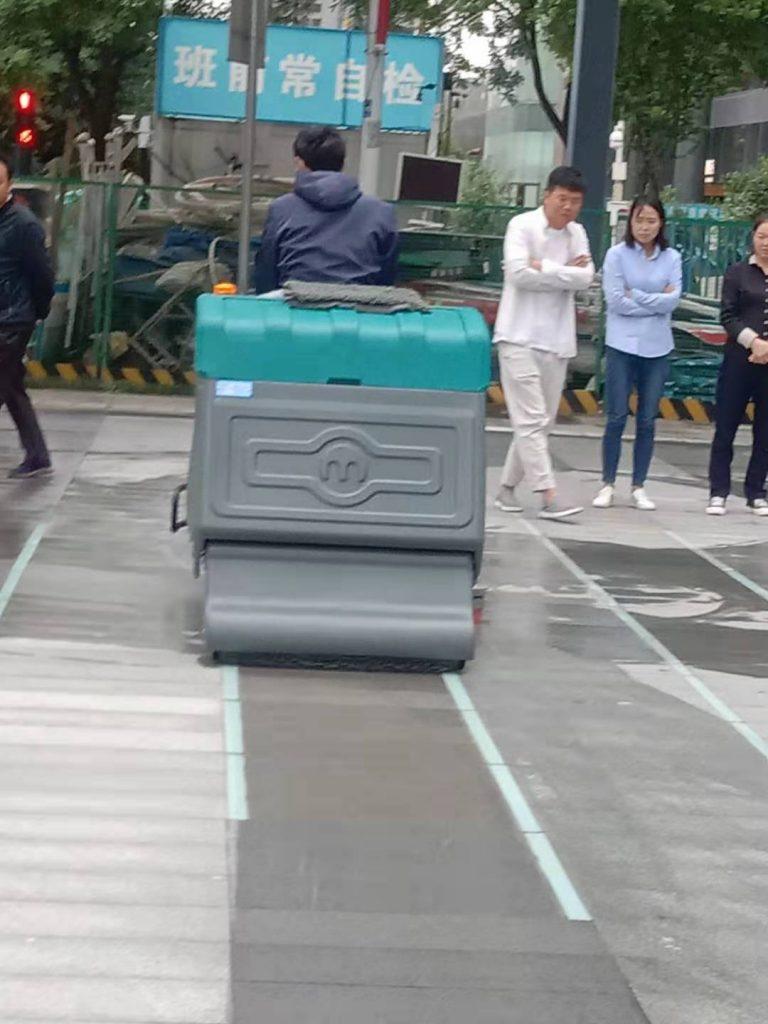 清晨雨扫地车体验:清洁率高达99%,污垢灰尘无处可藏