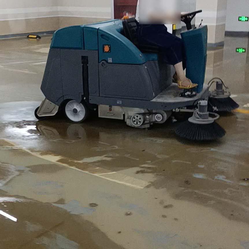 地下车辆水泥地面用什么清理?除了洗地车和电动扫地机你们还有什么方案?