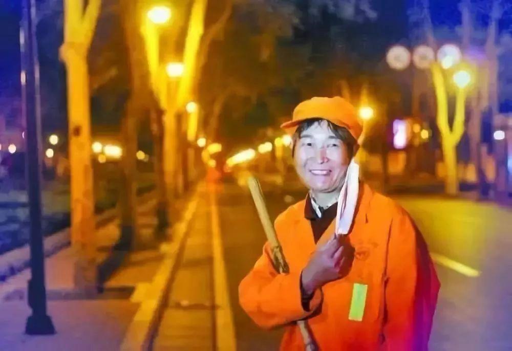 电动扫地车正在为城市环卫工人带来人性化新体验