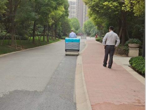 物业小区都在用电动扫地车,它比人工清扫有哪些优势?
